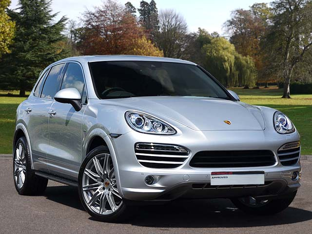 14(14) Cayenne Diesel, Classic Silver/Black, 5,900 miles